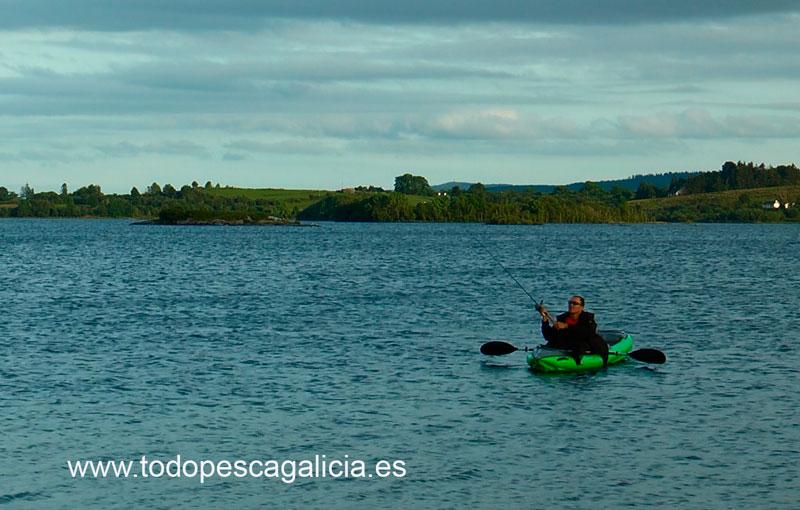 pescando-kayak